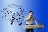 Пеещ клавирист търси певица