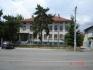Двуетажна сграда в центъра на кв. Долно езерово, Бургас